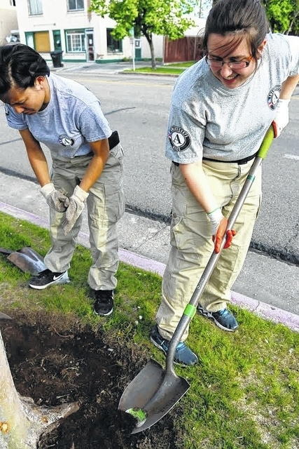 Plain City duo home for the holidays after nearly a year in AmeriCorps