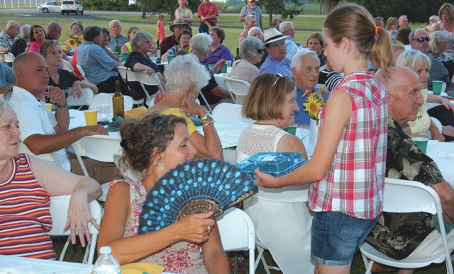 300 guests enjoy 'fresh and delicious' food at Dinner in the Fields in Wilmington