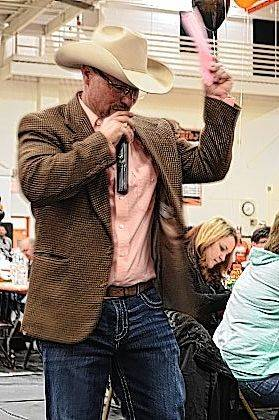 Auctioneer Todd Woodruff auctions off a 10-day stay in a Florida vacation home.
