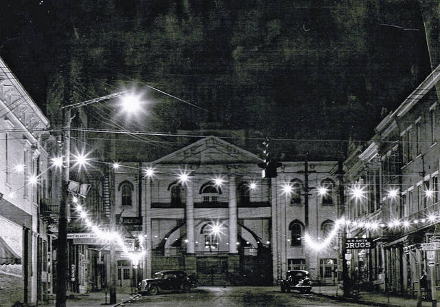 Court Street was decorated for the season as seen in this 1939 photo from the collection of Bob Graham. The photo shows Court Street and the Meigs County Courthouse with lights and decor for the Christmas season.