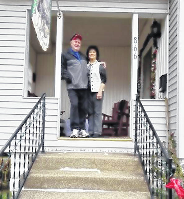 Week 1 winners were Bill and Carolyn Demoskey who live at 866 South Third Avenue.
