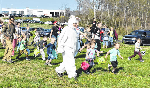 A crowd turned out for the Easter Egg Hunt at the University of Rio Grande/Rio Grande Community College Meigs Center earlier this week. A total of 55 kids hunted eggs on the lawn at the Meigs Center, as well as visited with the Easter Bunny. Kids collected bags full of candy-filled eggs during the event. Refreshments were provided to those in attendance and door prizes were given away.