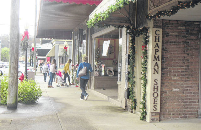 Shoppers will return to Pomeroy on Monday for the annual Christmas open house shopping day at the downtown merchants.