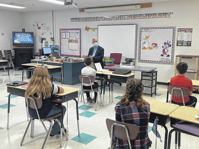 Congressman Bill Johnson speaks with students at Meigs Intermediate School.