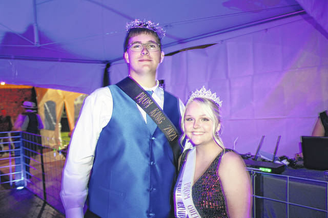 The 2021 Southern High School Prom King and Queen were crowned on Saturday evening during the annual prom held on the campus of Southern Local School District. Arrow Drummer was crowned the 2021 Southern High School Prom King and Natalie Harrison was crowned the 2021 Southern High School Prom Queen.