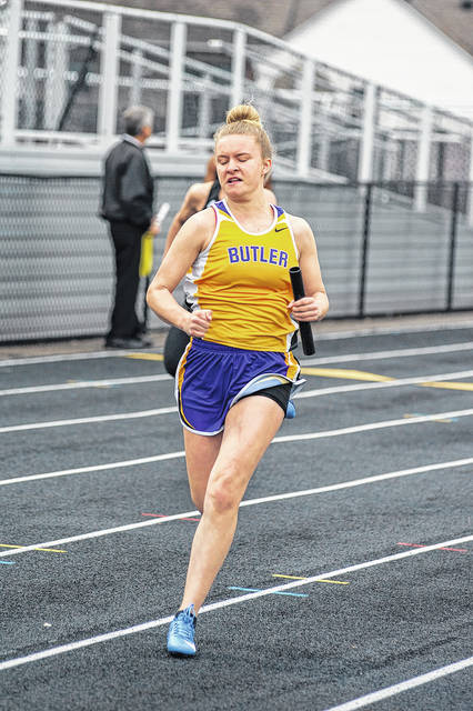 Shi'Ann Storer runs in the 4x100 meter relay at the Butler Invitational.