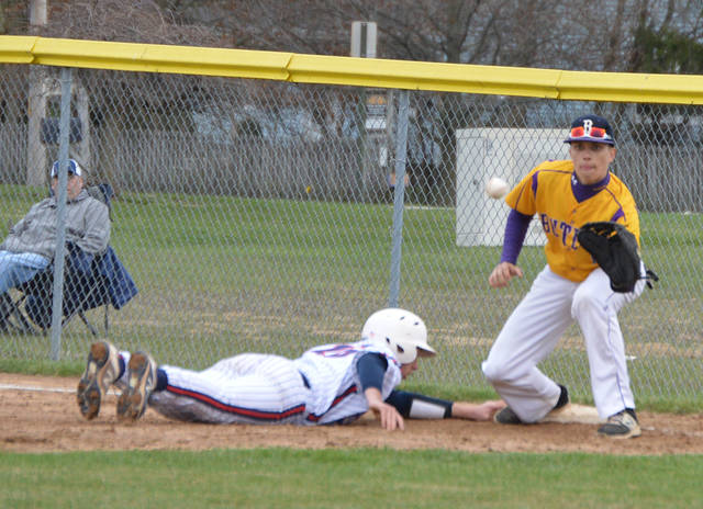 Preston Tofstad takes a throw from Ryan Qvick to hold a runner at first base.