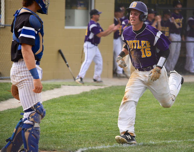 Boston Smith scored the game-winning run in the top of the seventh inning on a squeeze bunt by Preston Tofstad in the Aviators' 4-3 win over top-seeded Springboro.