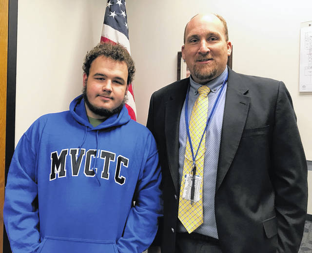 <strong>Jacob Bowling (Auto Services student from Northmont) was awarded the November 2018 MVCTC Integrity Award. Jacob was presented his award by East Building Principal, Mr. Dale Winner.</strong>