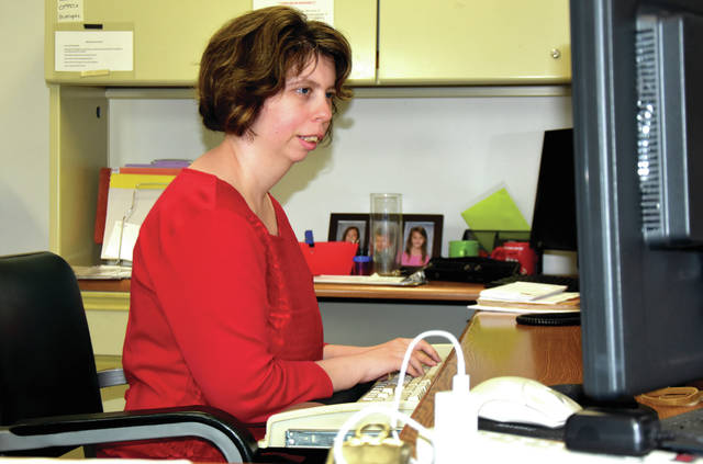 Cody Willoughby | Troy Daily News Administrative assistant Taylor Hinkle works from her desk at on Monday at RT Industries in Troy. Hinkle was one of the first at RT Industries to begin investing with a STABLE account.