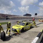 Kenseth in control at Michigan, wins 3rd Cup race of season
