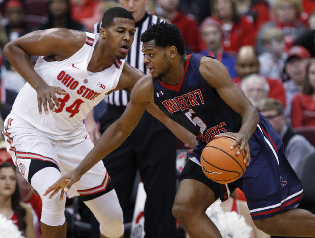 Robert Morris forward Malik Petteway, right, drives against Ohio State forward Kaleb Wesson during the first half of an NCAA college basketball game in Columbus, Ohio, Friday, Nov. 10, 2017. (AP Photo/Paul Vernon)