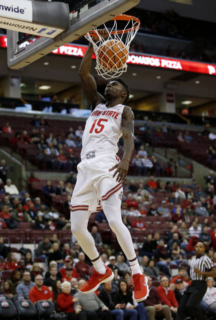 Ohio State guard Kam Williams dunks the ball against Radford during the first half of an NCAA college basketball game in Columbus, Ohio, Sunday, Nov. 12, 2017. (AP Photo/Paul Vernon)
