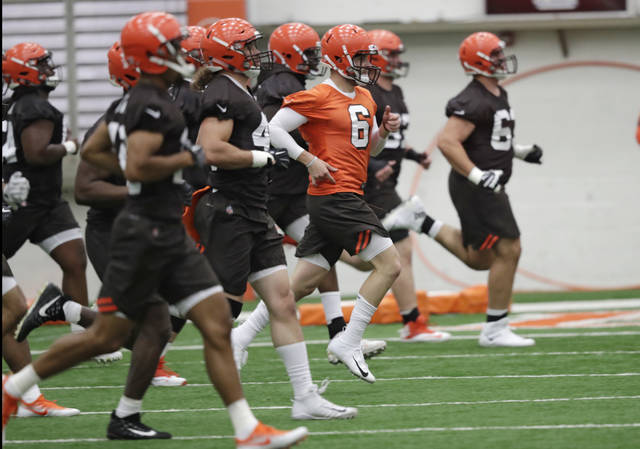 """FILE - In this May 4, 2018, file photo, Cleveland Browns quarterback Baker Mayfield (6) runs a drill during rookie minicamp at the NFL football team's training camp facility in Berea, Ohio. A person familiar with the decision says the Browns will appear on HBO's """"Hard Knocks"""" this season. Coming off a historic 0-16 season, the Browns were chosen after declining the opportunity several times, said the person who spoke Thursday, May 17, to The Associated Press on condition of anonymity. (AP Photo/Tony Dejak, File)"""