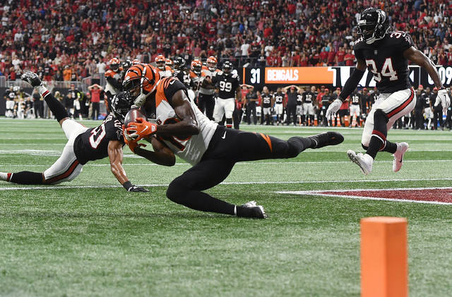 Cincinnati Bengals wide receiver A.J. Green (18) makes a touchdown catch against the Atlanta Falcons during the second half of an NFL football game, Sunday, Sept. 30, 2018, in Atlanta. The Cincinnati Bengals won 37-36. (AP Photo/John Amis)