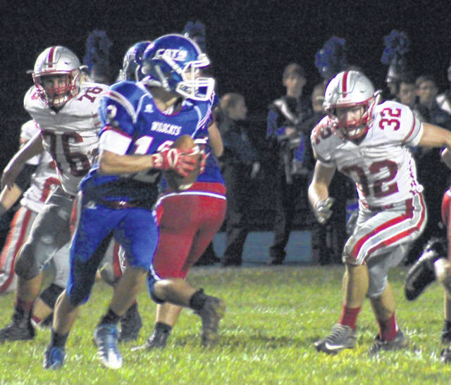 East Clinton's Robert Norman (76) and Cameron Yankey (32) set their sights on Williamsburg's ball carrier during last Friday's game at WHS.