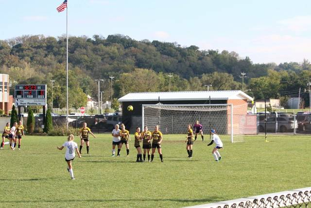 Emily Hinkle's free kick goal in five still frames. This is the first.