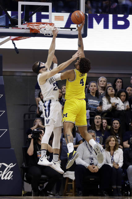 Michigan's Isaiah Livers, right, goes up for a shot against Villanova's Joe Cremo during the first half of an NCAA college basketball game, Wednesday, Nov. 14, 2018, in Villanova. (AP Photo/Matt Slocum)