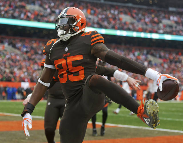 Cleveland Browns tight end David Njoku celebrates after scoring a 3-yard touchdown during the first half of an NFL football game against the Cincinnati Bengals, Sunday, Dec. 23, 2018, in Cleveland. (AP Photo/David Richard)