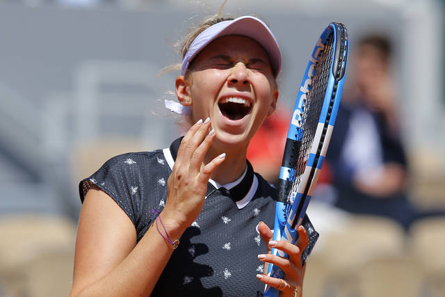 Amanda Anisimova screams after missing a shot against Romania's Simona Halep during their quarterfinal match of the French Open tennis tournament at the Roland Garros stadium in Paris, Thursday, June 6, 2019. (AP Photo/Michel Euler)