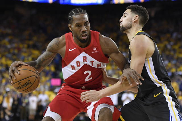 Toronto Raptors forward Kawhi Leonard (2) handles the ball while Golden State Warriors guard Klay Thompson defends during the second half of Game 6 of basketball's NBA Finals, Thursday, June 13, 2019, in Oakland, Calif. (Frank Gunn/The Canadian Press via AP)