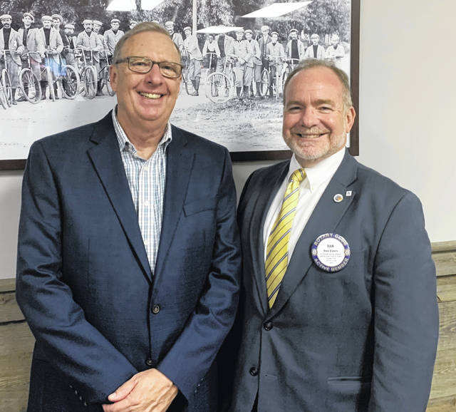 From left are Wilmington News Journal Editor Tom Barr and Wilmington Rotary Club President Dan Evers.
