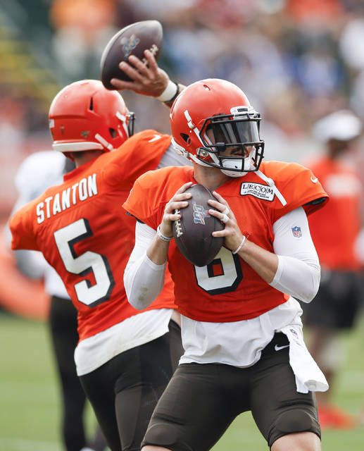Cleveland Browns quarterback Baker Mayfield (6) and quarterback Drew Stanton (5) throw during practice at the NFL football team's training facility Wednesday, July 31, 2019, in Berea, Ohio. (AP Photo/Ron Schwane)