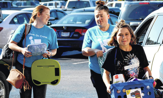 Katelynn Miller, right, a new freshman from Ripley majoring in early childhood education, moves into Pickett Hall Thursday morning with help from members of the Move-In Crew, Jordan Crum, left, and Shelbi Long.