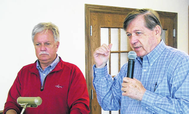 Ron Rudduck and Bill Peelle speak at the 3M Club.