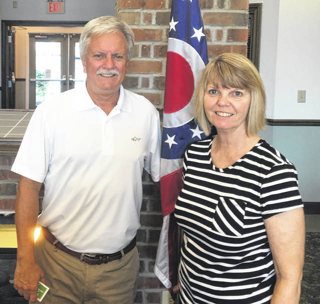Guest speaker Ron Rudduck with Kiwanis Club President Kim Hiatt.