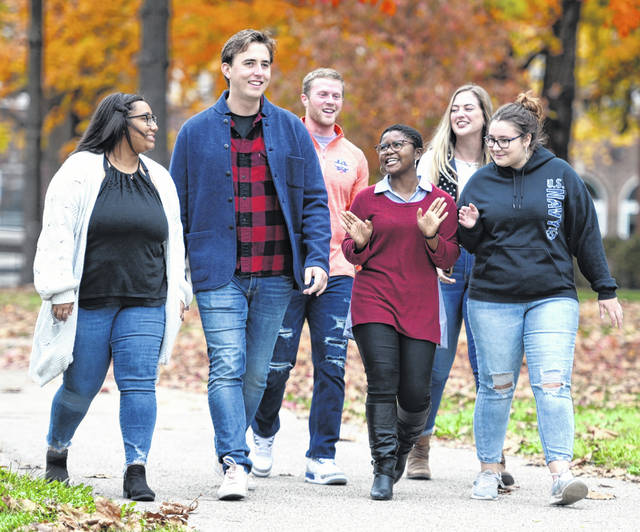 Wilmington College students pictured chatting while going to class are, from left, Savannah Mason, Eric Lundquist, Robi Patrick, Cheyann McKee, Jennifer Cochran and Kendra Nelson.