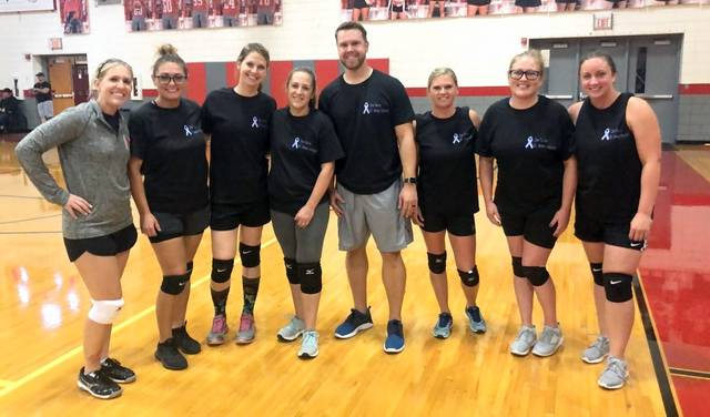 The 2002-06 alumni volleyball team | Photo by EC student Molly Seabaugh
