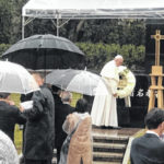 Pope Francis speaks in front of cross Wilmington College held for 37 years