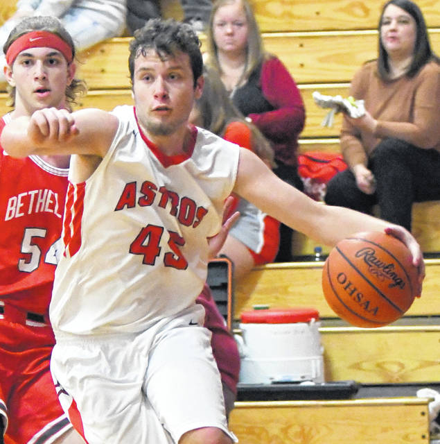 Colton Vadnais had three points for East Clinton in Tuesday's game against Felicity-Franklin.