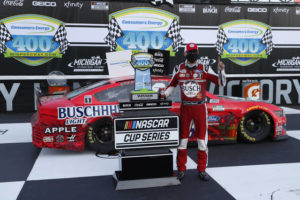Harvick holds off Hamlin for Michigan doubleheader sweep
