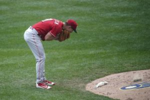 Bullpen implodes, Reds can't complete sweep
