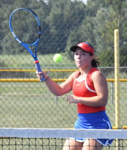 Fenwick posts 5-0 win over CM tennis