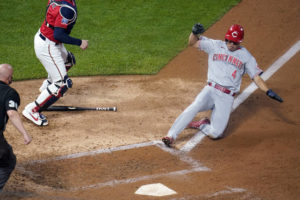 Reds beat Twins, clinch first playoff since 2013