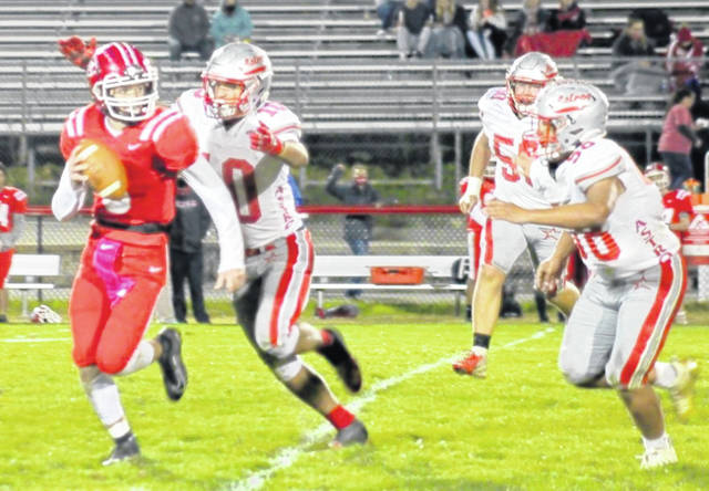 Jaden Singleton (10), Phillip Davis (58) and Mitchell Bean (50) track down a Hillsboro ballcarrier during last week's game. East Clinton won the game 58-7.