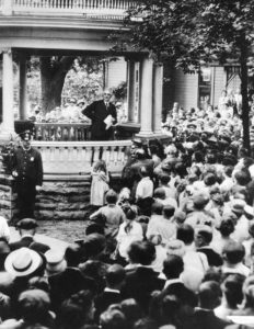 Judge says no to digging up remains of President Harding