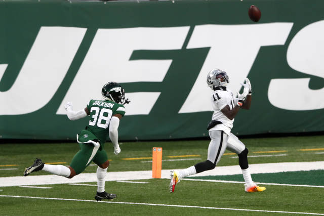 Las Vegas Raiders' Henry Ruggs III, right, catches a touchdown during the second half an NFL football game against the New York Jets, Sunday, Dec. 6, 2020, in East Rutherford, N.J. (AP Photo/Noah K. Murray)