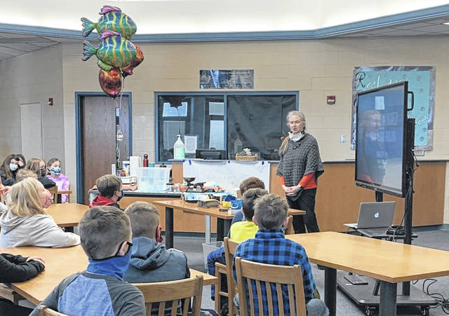Author and engineer MK Tuftt speaks to Blanchester intermediate students.
