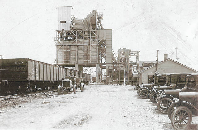 This photo of the Melvin Stone company was taken in 1924. Can you tell us more? Share it at info@wnewsj.com. The photo is courtesy of the Clinton County Historical Society. Like this image? Reproduction copies of this photo are available by calling the History Center. For more info, visit www.clintoncountyhistory.org; follow them on Facebook @ClintonCountyHistory; or call 937-382-4684.
