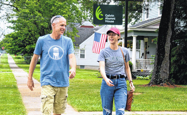 Dr. Michael Snarr chats with Milena Wahl, one of the quartet of students who researched the local homelessness issue this spring.