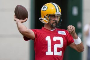 Rodgers participates in Packers' first training-camp workout