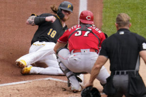 Fading Reds salvage one game in Pittsburgh