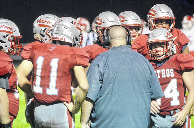 East Clinton head coach Steve Olds talks with his team during a timeout in Week 1 of the 2021 high school football season.