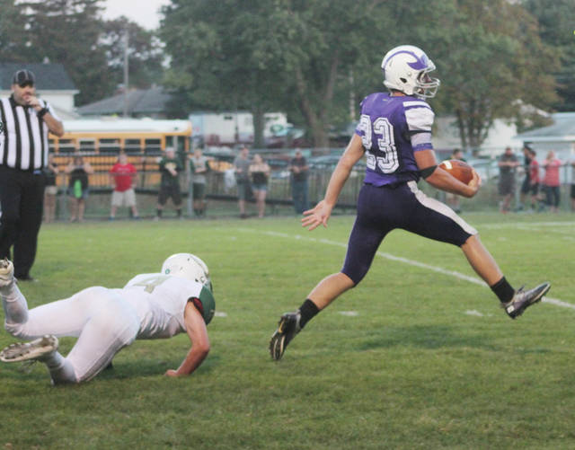 Swanton's Michael Lawniczak carries the ball against Evergreen last season. Lawniczak and the Bulldogs will look to return to the playoffs for the fourth straight season in Region 18.