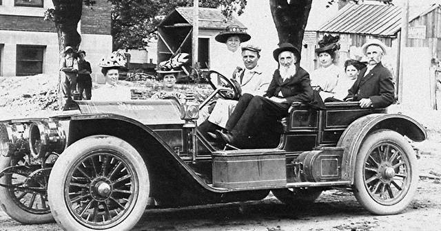 Barney Oldfield at the wheel, with family in Wauseon.