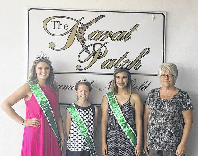 Karat Patch donated the crowns for the 2018 Mason County 4-H royalty. Pictured from left to right is Sydney Facemeyer, Miss 4-H; Lauren Kincaid, Young Miss 4-H; Kadann Bonecutter, Junior Miss 4-H; Jeannie Sanders, Karat Patch.